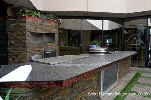 Atrium kitchen studio